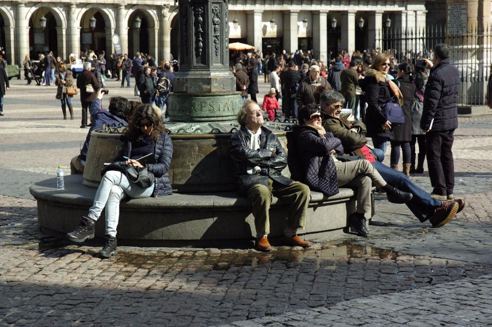 Sentarse y sentirse urbanos reflexiones sobre los bancos for Mobiliario espacio publico
