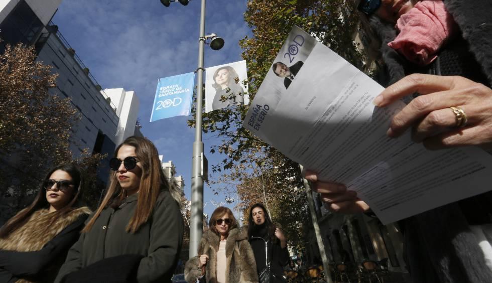 Propaganda electoral en las calles de Madrid durante la campaña de las elecciones legislativas del 20-D.rn