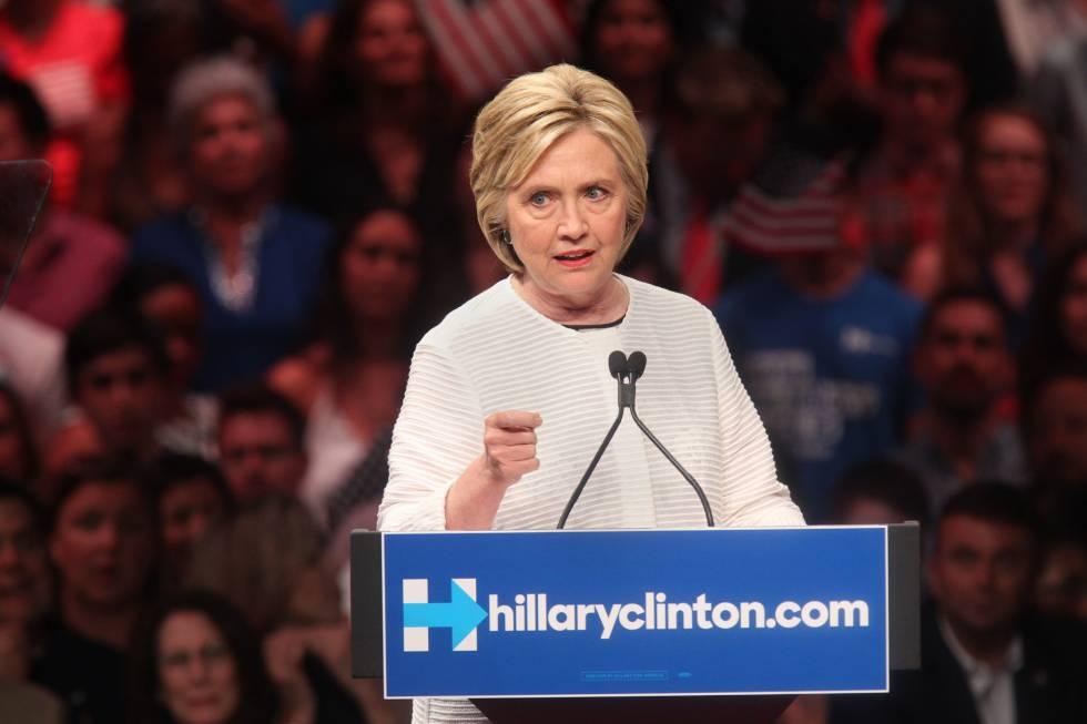 Hillary Clinton se dirige a sus seguidores en un mitin en New Jersey.
