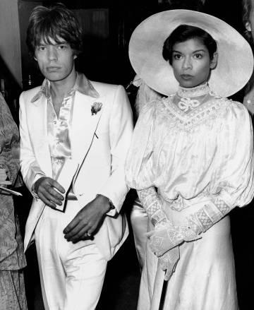 Mick Jagger y Bianca en Londres en 1973.