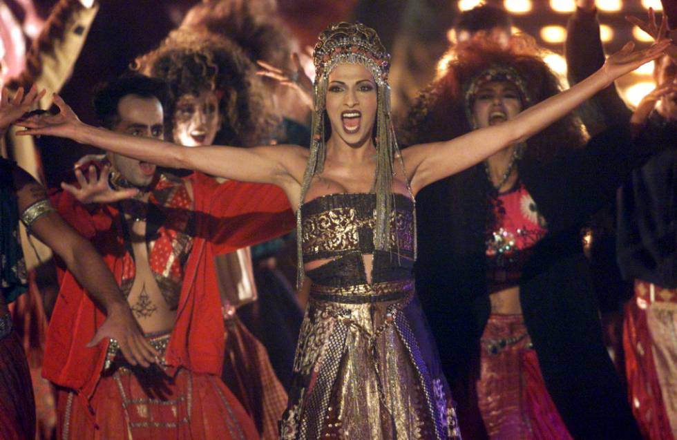 La cantante israelí Dana International canta una versión de la canción de  Stevie Wonder  Free 006d73cb75e4