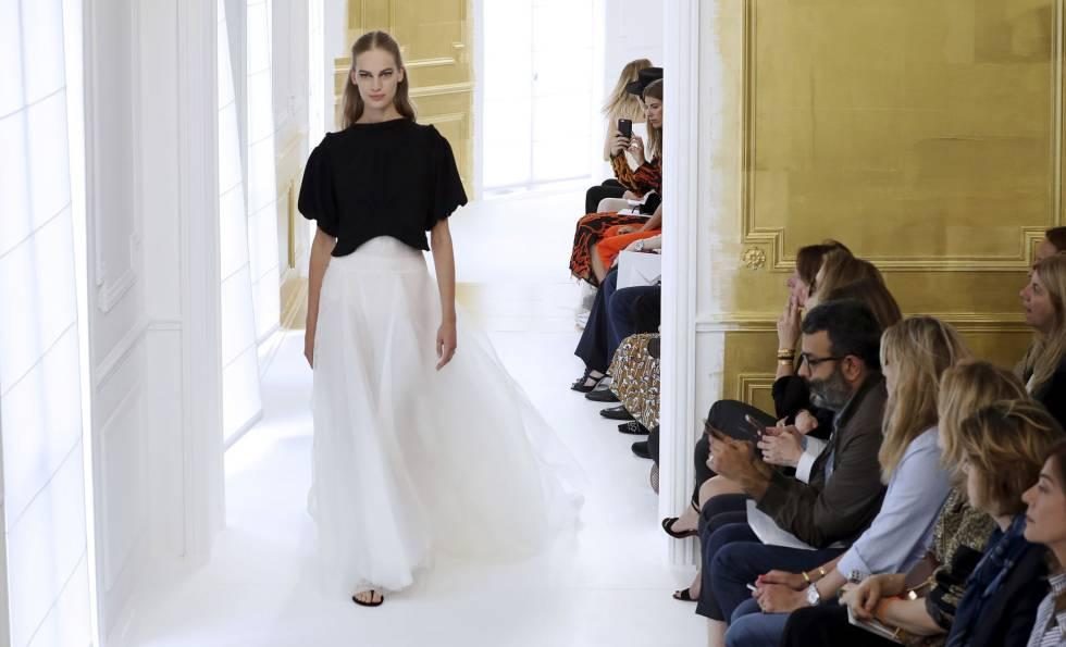 081eb9ea3 Paris Fashion Week  La alta costura revisita los clásicos