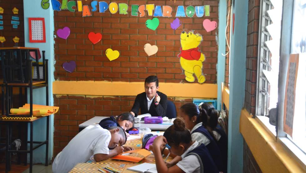 Los alumnos no sólo reciben las asignaturas básicas de Primaria y Secundaria, sino también una educación en valores