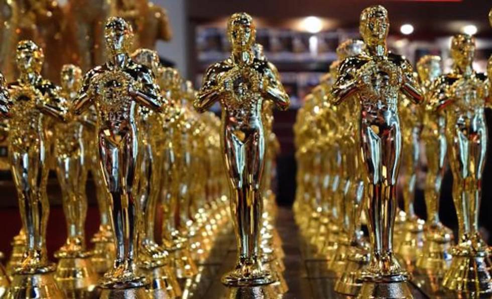 Reproducciones de las estatuillas que se entregan en los Oscar.