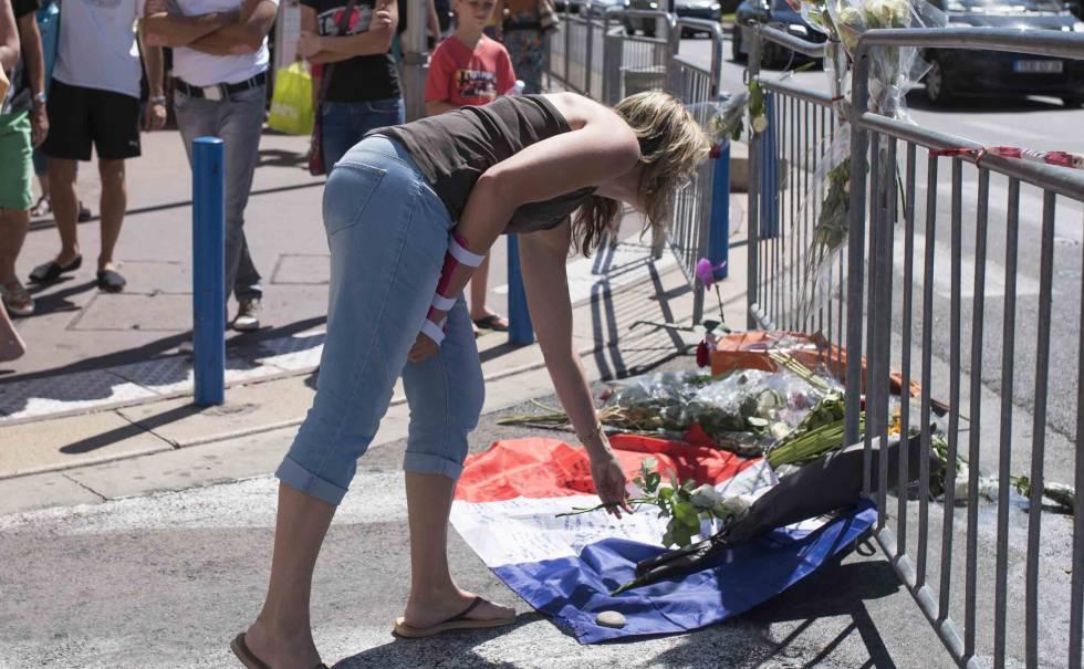 Flores contra el atentado en el Paseo de los Ingleses de Niza