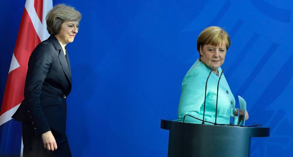 Merkel e May em Berlim o 20 de julho.