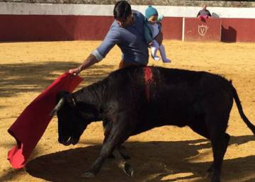 Bullfighter slammed for holding infant daughter while facing a bull