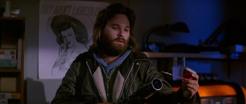 Kurt Russell esperando que o acaso desempenhe um papel-chave em sua vida. O Filme? 'O Enigma de Outro Mundo' (1982).
