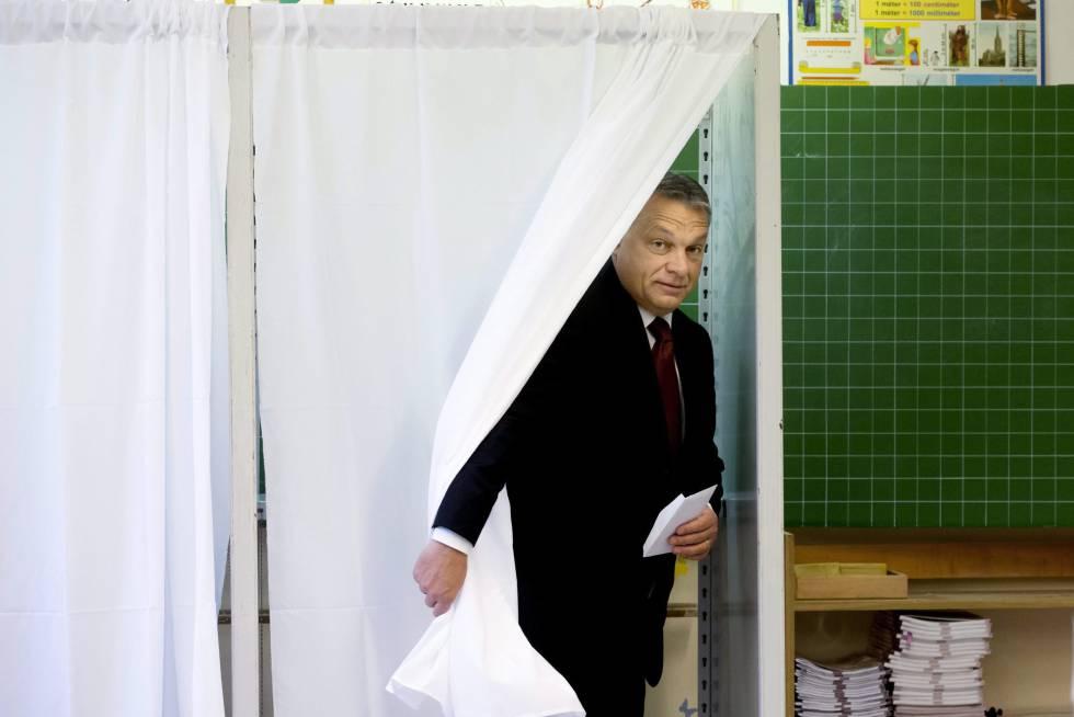 El primer ministro de Hungría, Víktor Orbán, se dispone a votar en el referéndum sobre la política de refugiados.