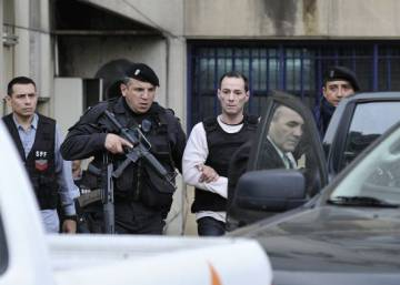 Prison escape of three hitmen sparks political scandal in Argentina