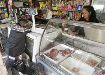 As inflation soars, patience wears thin in Buenos Aires slums