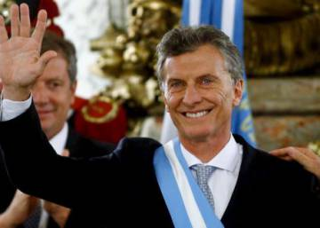 Macri promises to unite Argentineans as Kirchner officials snub swearing-in
