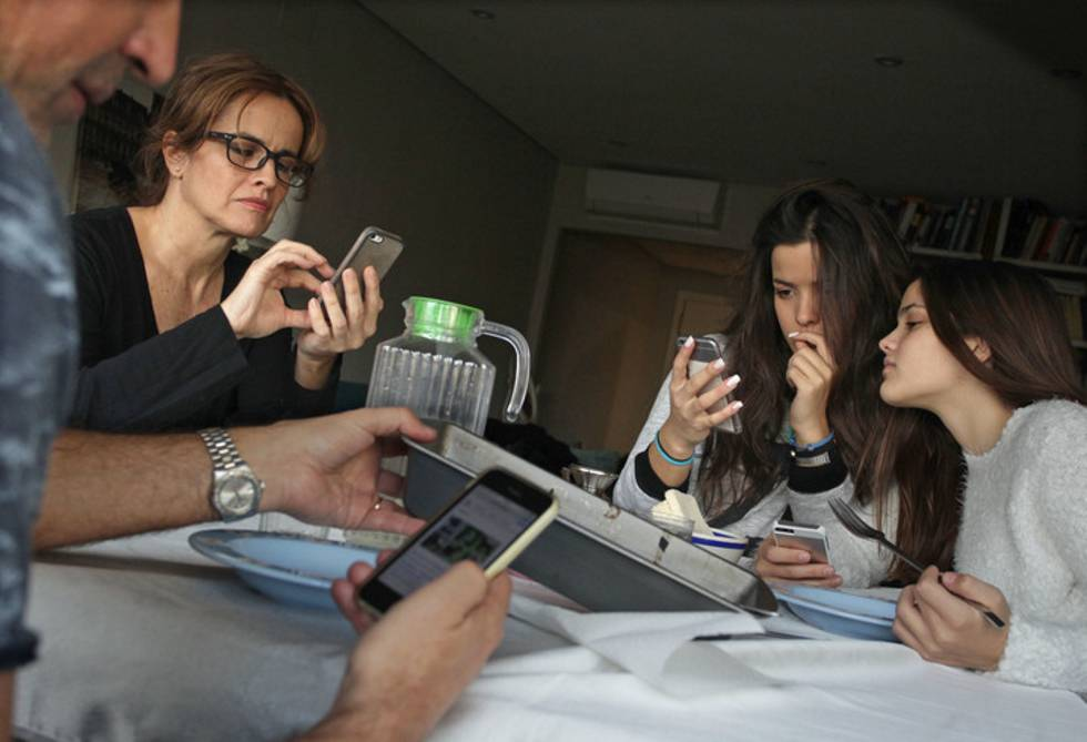 Sexting', 'grooming', 'ciberacoso'    Cómo proteger a