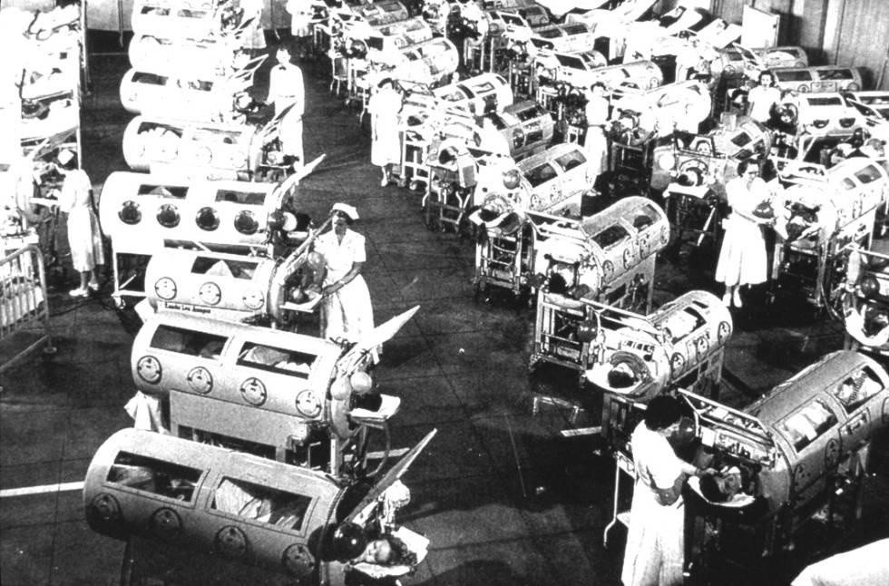 Sala con 'pulmones de acero' en el centro Rancho Los Amigos (EE UU), en 1952.
