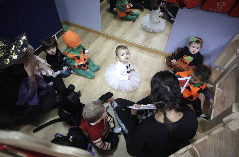 2c9727b63 Hacer fantasmas con los pies y otros juegos de Halloween para niños
