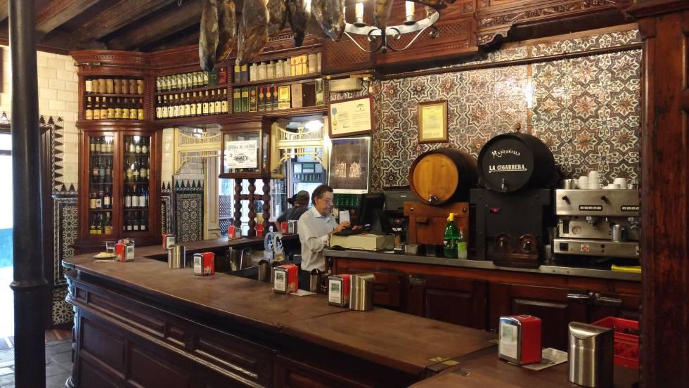 Decoracion de bares pequeos decoracion bares iluminacion for Oficinas sabadell sevilla