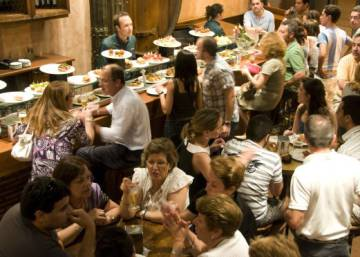 Turning down the volume in Spain's noisy bars and restaurants