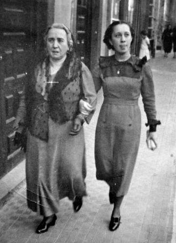 Juana Rosa Hernández y su madre