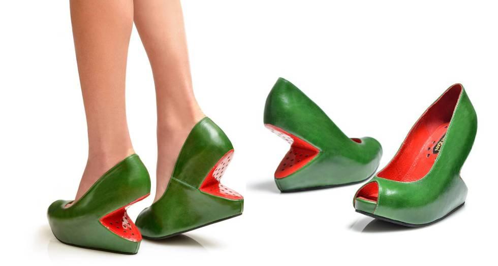 12fb81f4525 El israelí que calza con sandías los pies de las mujeres
