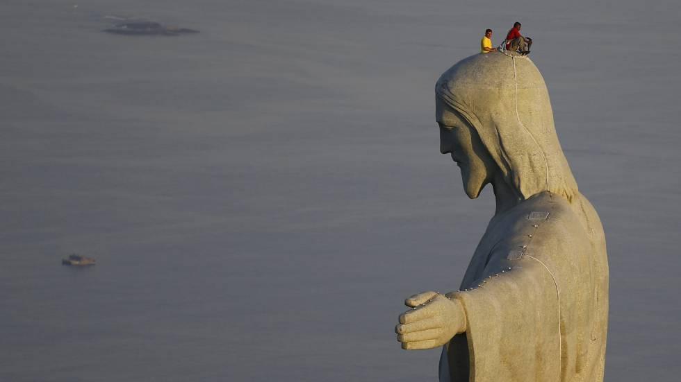 BRASIL: El Cristo Redentor De Río De Janeiro Pasa El