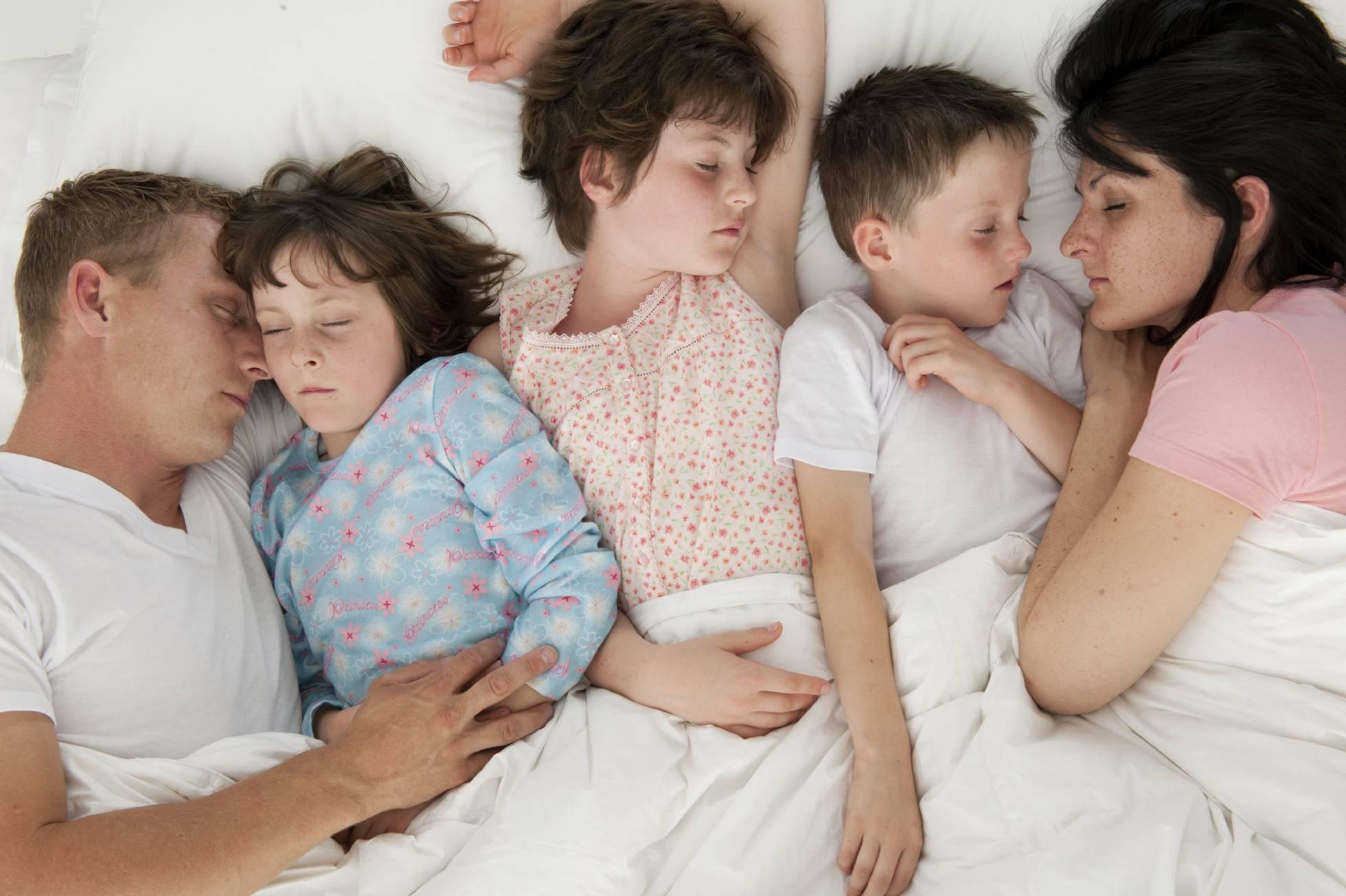 Сын и мать любовники в тайне от отца, Сын и мама в тайне о отца стали Любовниками 14 фотография