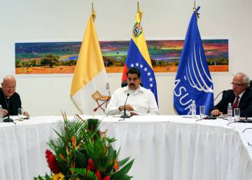Venezuela's divided opposition sits down to talk with government