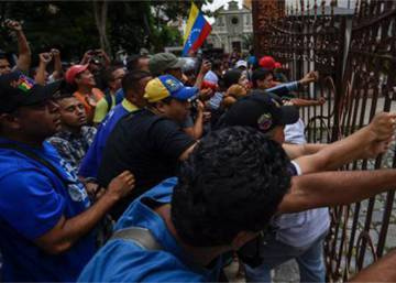 Violent mob storms Venezuela's National Assembly