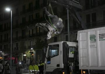 Protesters topple Franco statue at controversial Barcelona exhibition