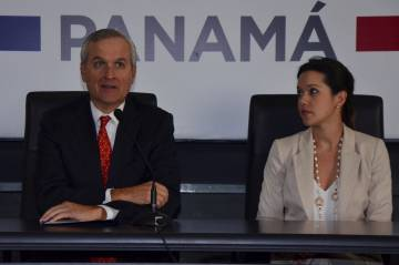 Panama's Minister of the Presidency Alvaro Alemán (L) talks to the media about the Odebrecht corruption case next to Vice Minister of Public Works Marietta Jaén.