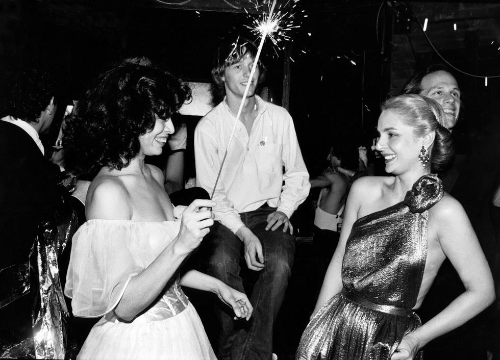 7fcf64df42 Antes de ser diseñadora de moda ya era un icono de estilo. En la imagen,  junto a Bianca Jagger en la discoteca Studio 54 en 1979.Getty