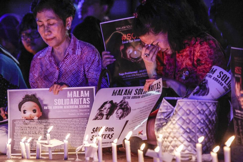 Castración química - Cientos de activistas indonesios participan en una protesta en solidaridad con las víctimas de violencia sexual. JEFTA (MEDIOS DE BARCROFT VÍA GETTY IMAGES)