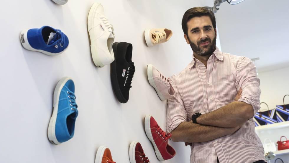 4b528443b20 Superga  el éxito de unas zapatillas de lona con etiqueta italiana ...