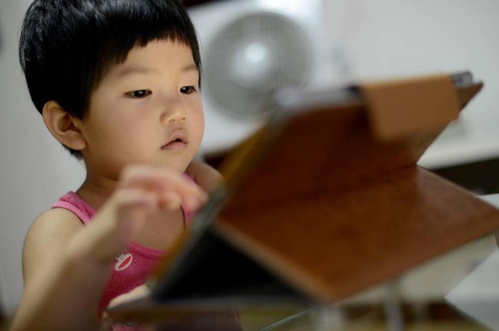 9f11b040d6 La pequeña Jiang Siqi, nacida en 2012, es una de las muchas niñas adictas