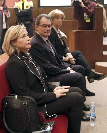The three defendants in court on Monday morning: Joana Ortega (l), Artur Mas and Irene Rigau.