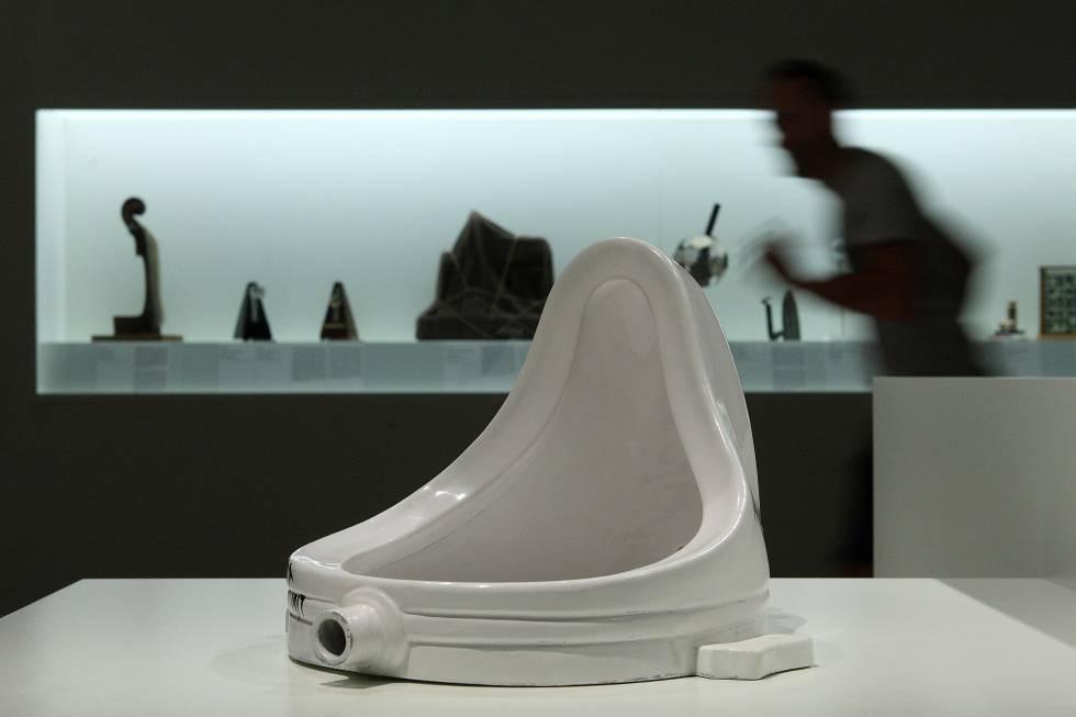 """""""Fuente"""", de Duchamp, una de las obras incluidas en la exposición """"Duchamp, Man Ray, Picabia"""" en el MNAC de Barcelonarn"""