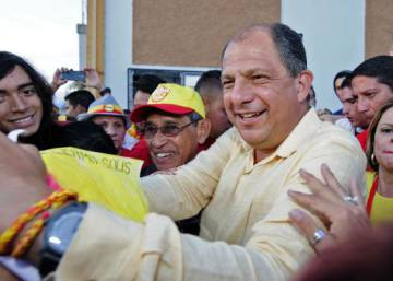 Costa Ricans vote overwhelmingly for liberal party candidate