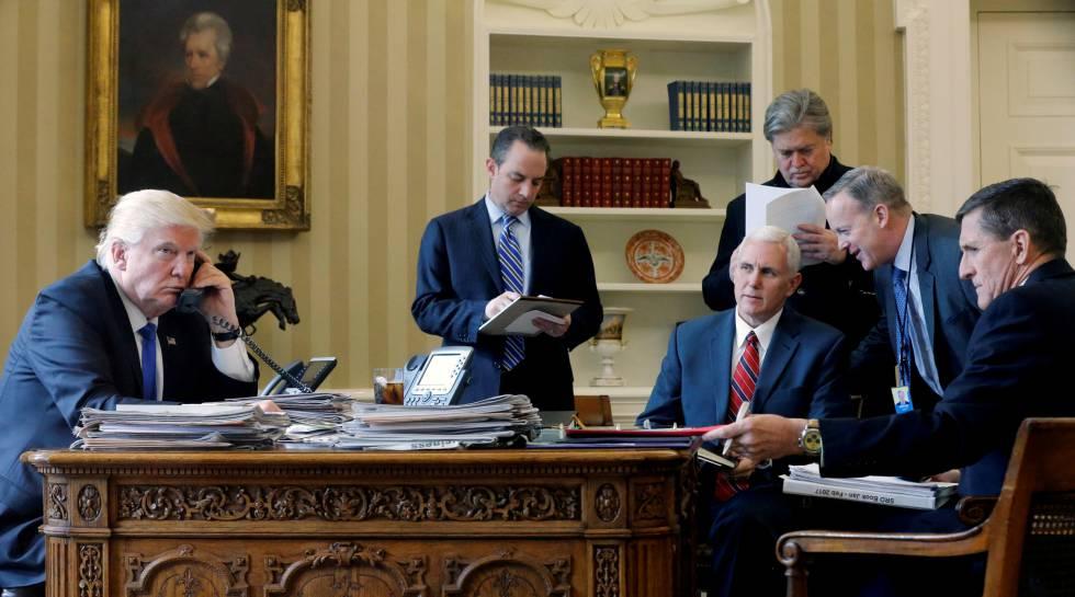 El Presidente Donald Trump en el Despacho Oval de la Casa Blanca (Washington)