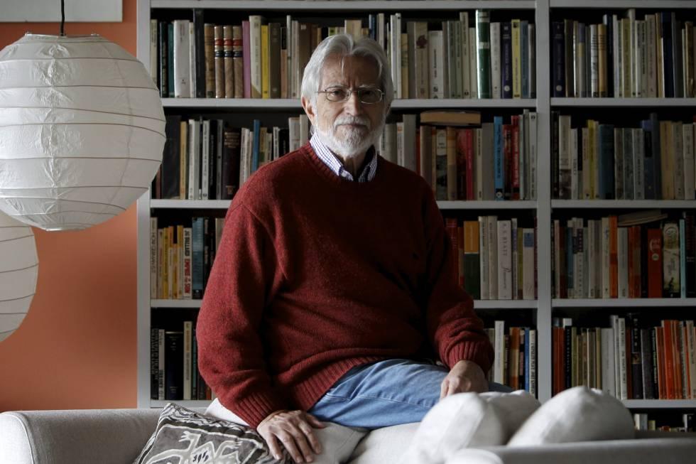 El traductor y catedrático de la Lengua, Miguel Saenz, en su casa de Madrid. rn rn