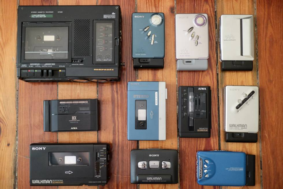 Algunos de los cientos de walkmans de la colección de TJ Autoreverse.