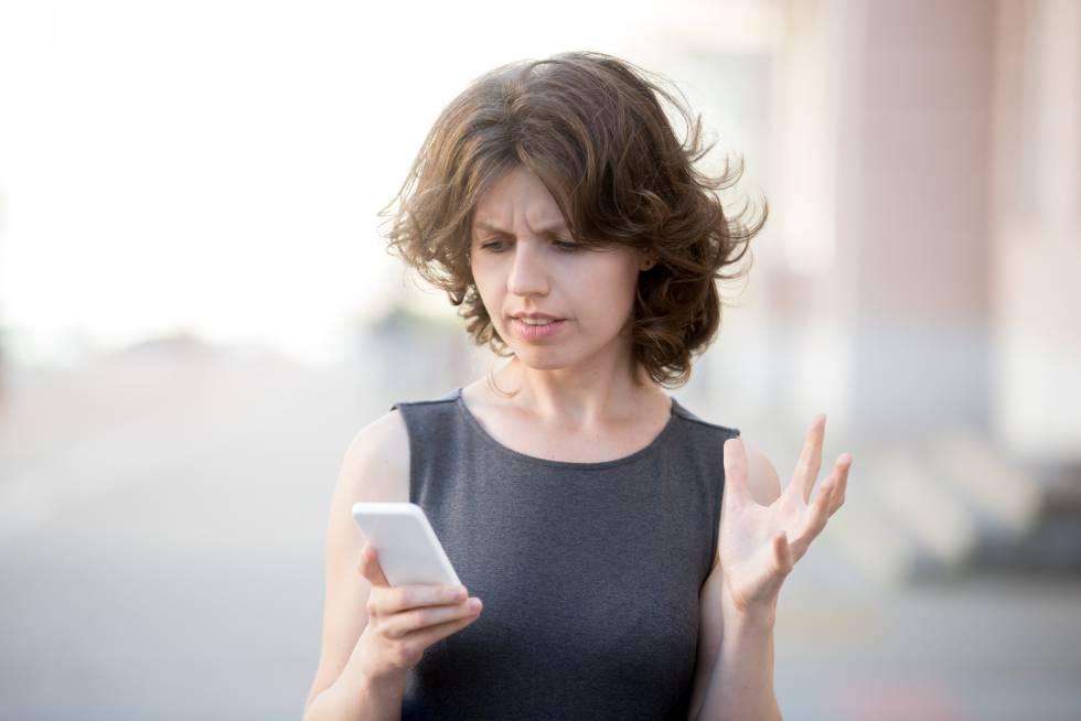 Mujeres solteras y sus telefonos