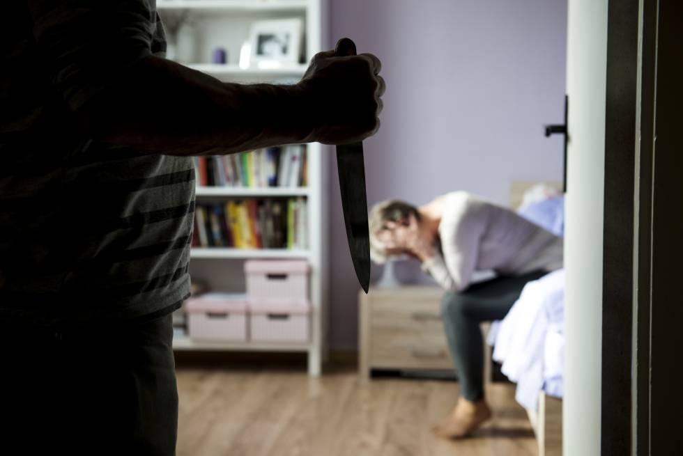 Una mujer es víctima de violencia doméstica