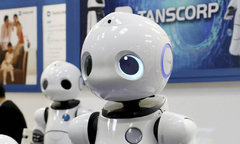 Imagen de un robot en el puesto de Transcorp en la feria tecnológica CeBIT en Hannover, Alemania.