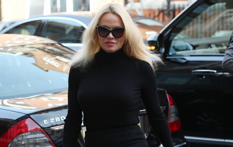 Pamela Anderson, visitando a Julian Assange, en una imagen de archivo