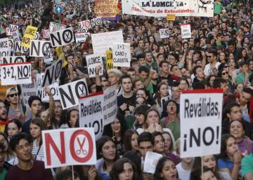 Rajoy backtracks on Spain's controversial new school-leaver exams