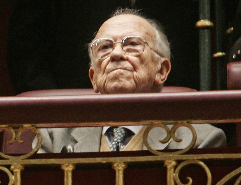 Santiago Carrillo, en la tribuna de invitados del Congreso