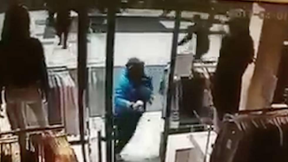 Una cámara de seguridad capta el paso del camión en el atentado de Estocolmo