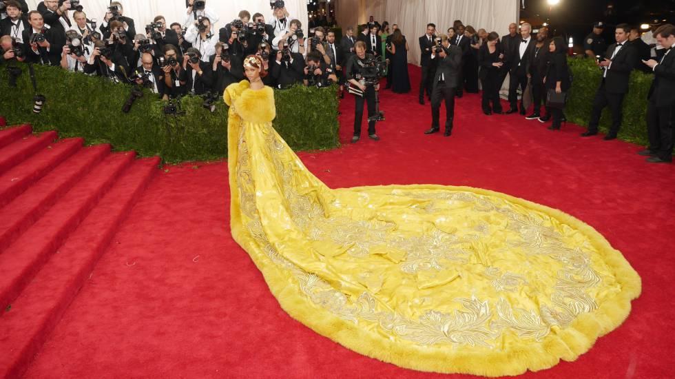 Rihanna, en la alfombra roja de la gala del Met en 2015.
