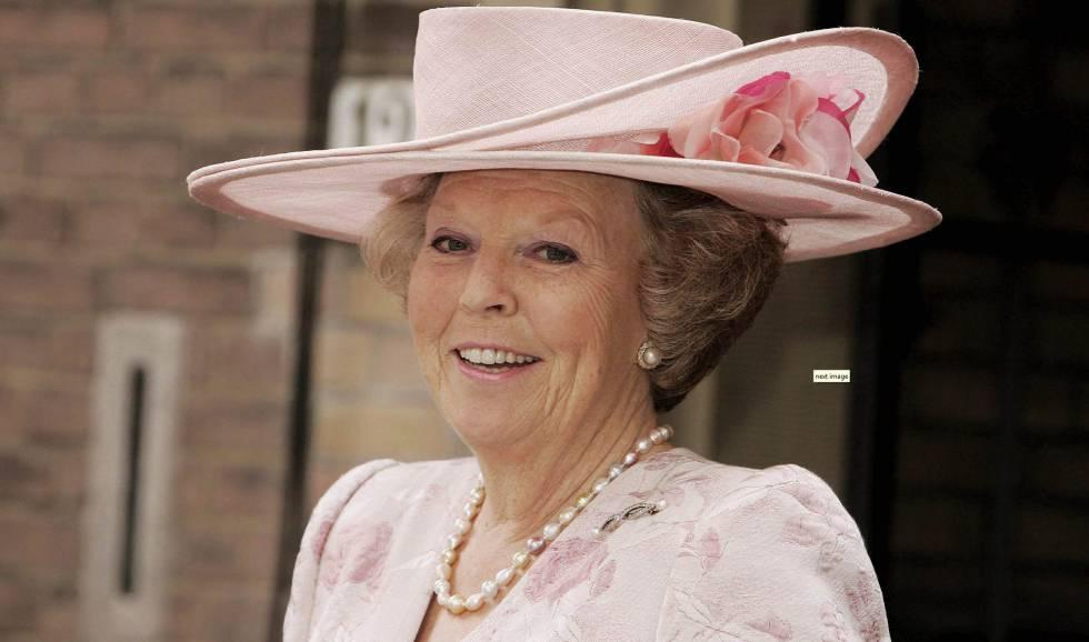 9a38b6986b433 111 sombreros para una reina