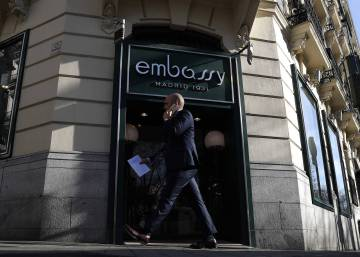 After 86 years, Madrid's Embassy tearoom cuts last cucumber sandwich