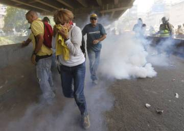 Defiant Venezuelan opposition to push on with protests against president
